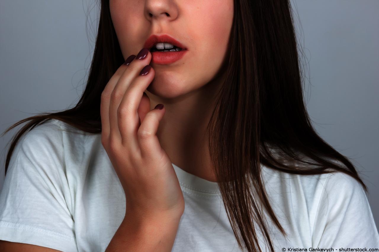Im durchsichtiges mund bläschen Was Halsschmerzen